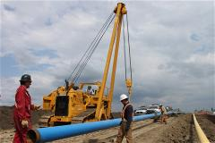 72 sideboom pipelayer lifting pipe